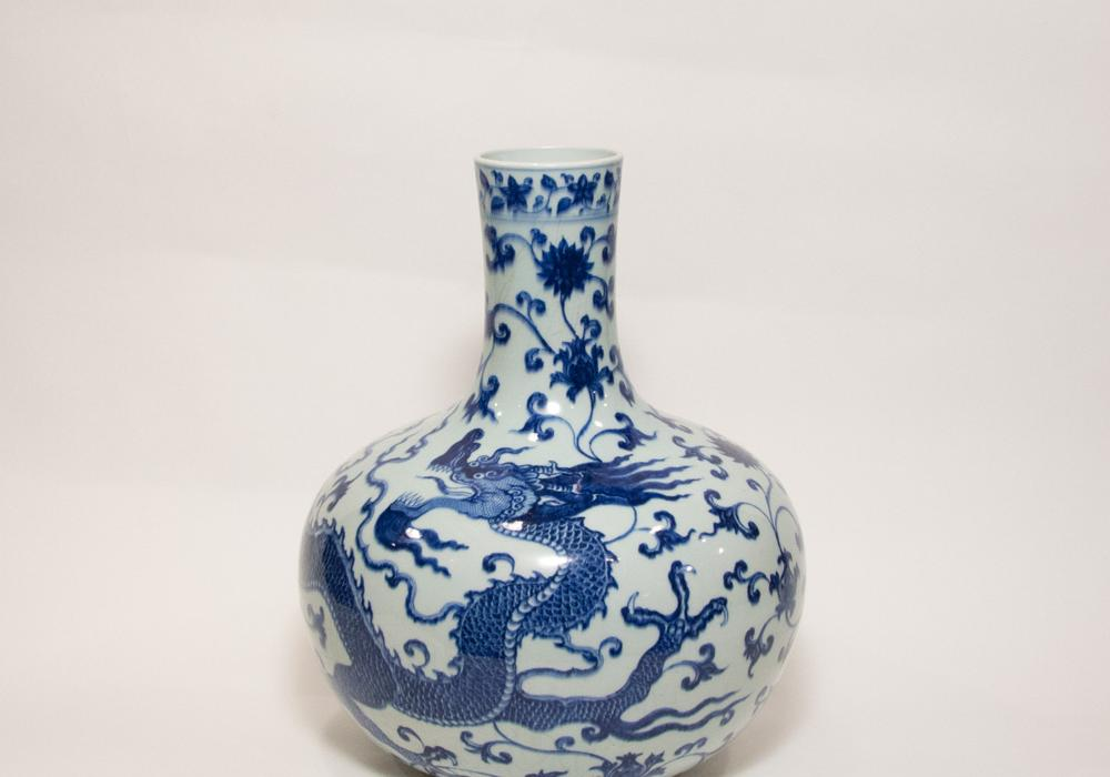 Blue-and-white globular dragon vase (Tianqiuping), Qing Dynasty, Jiaqing (1796–1820) or Daiguang (1820–1850) period. From the Krannert Art Museum collection