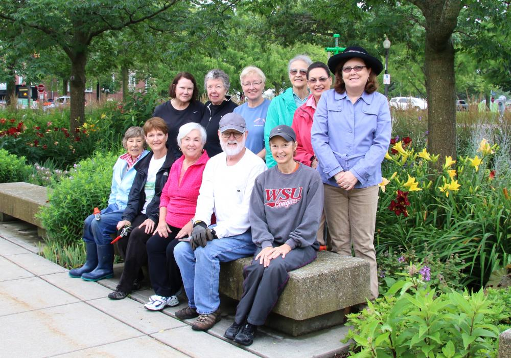 Krannert Art Museum Council Gelvin Gardens volunteers, 2015.