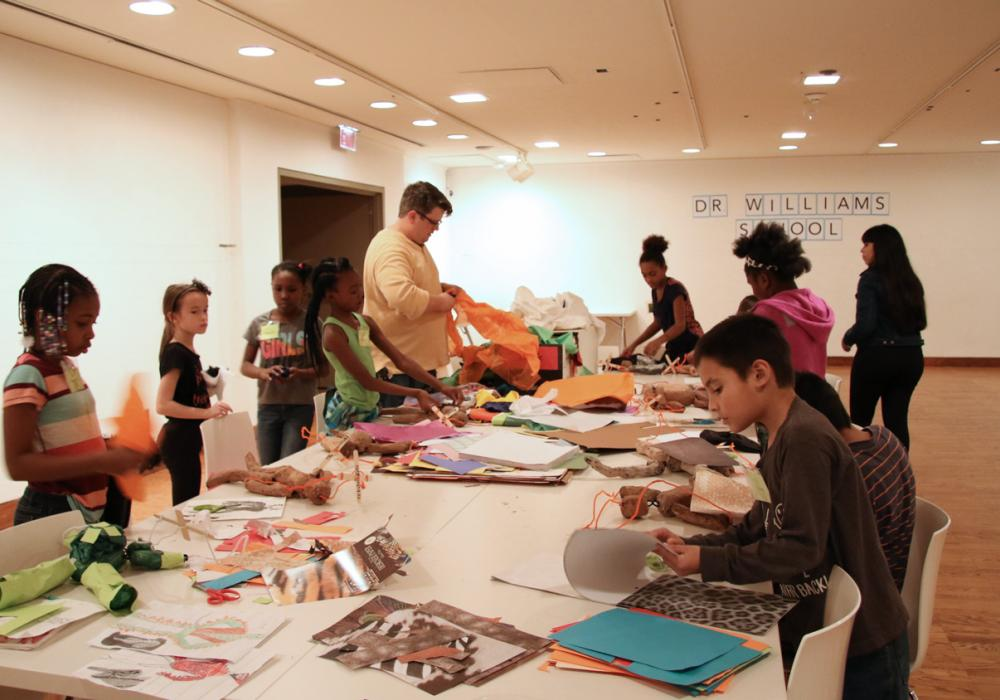 Educator Rusty Clevenger leads his class from Dr. Williams School to create artwork in response to exhibitions during the KAM–WAM program, 2016.