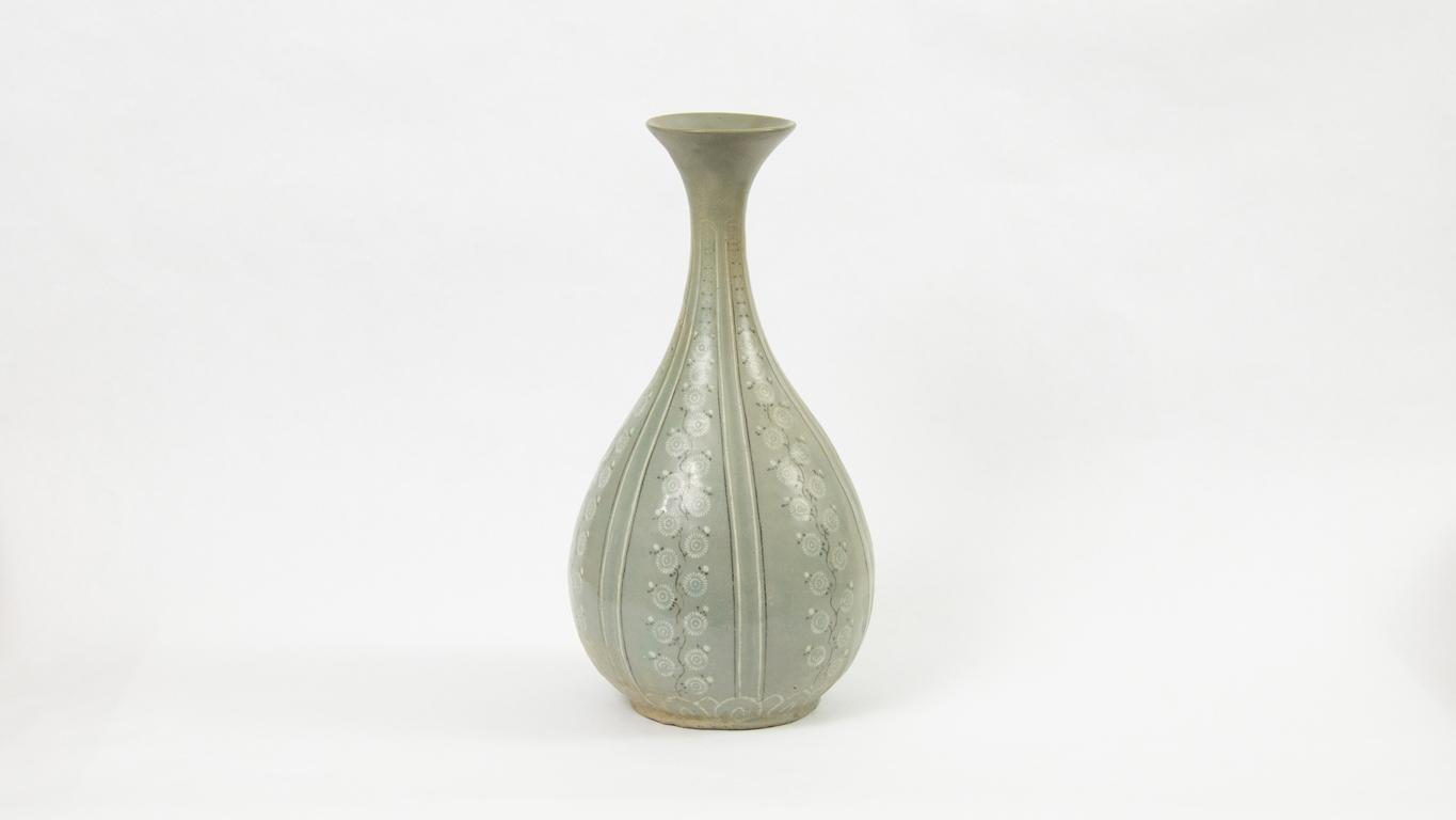 Bottle-shaped Vase, late 12th century. 13.5 in (34 cm), ceramic. Gift of Professor and Mrs. Thomas Benner 1962-9-1.