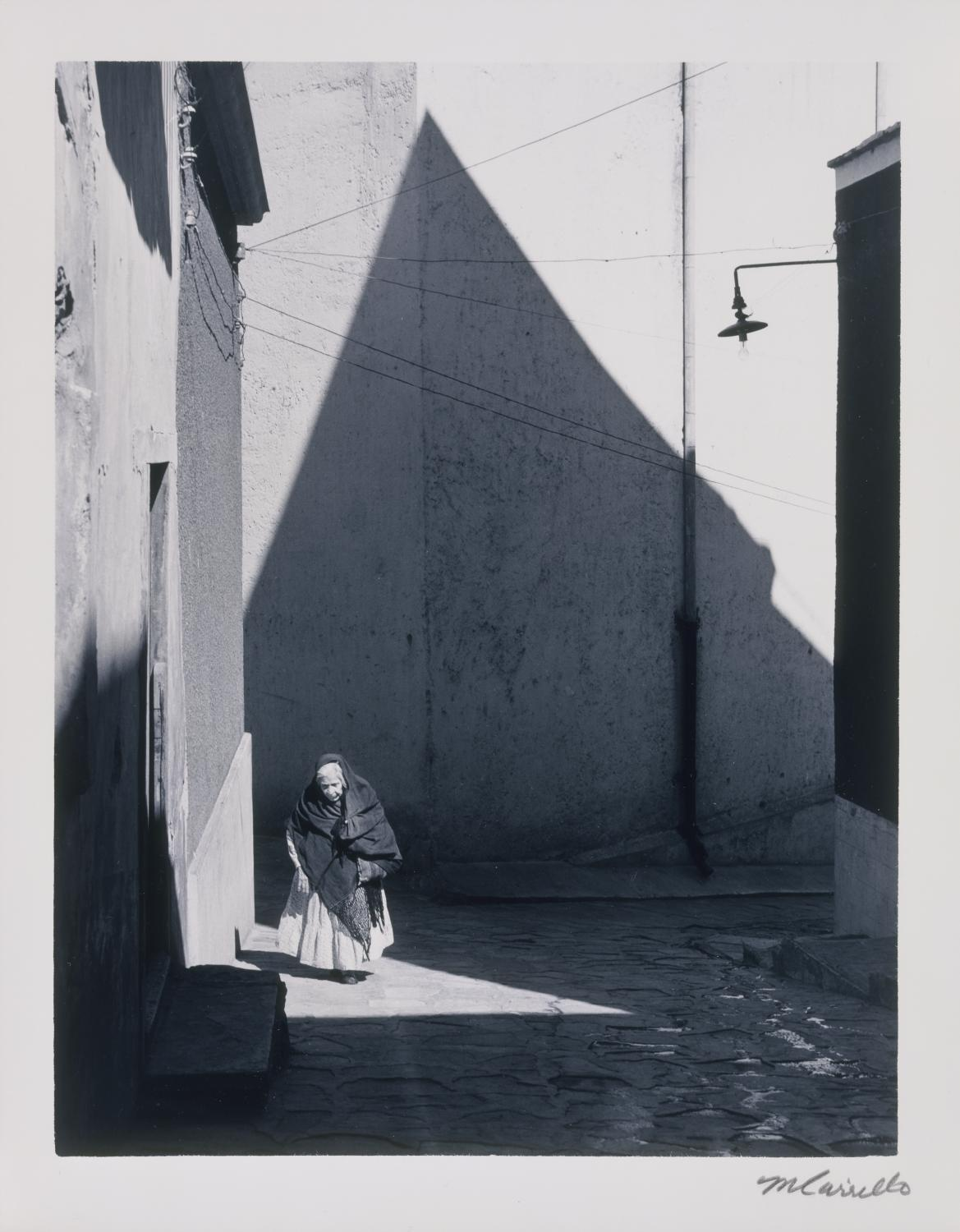 Manuel Carrillo, Mexico City, D. F., 1966. Silver gelatin print. Gift of Arnold M. Gilbert 1982-22-27