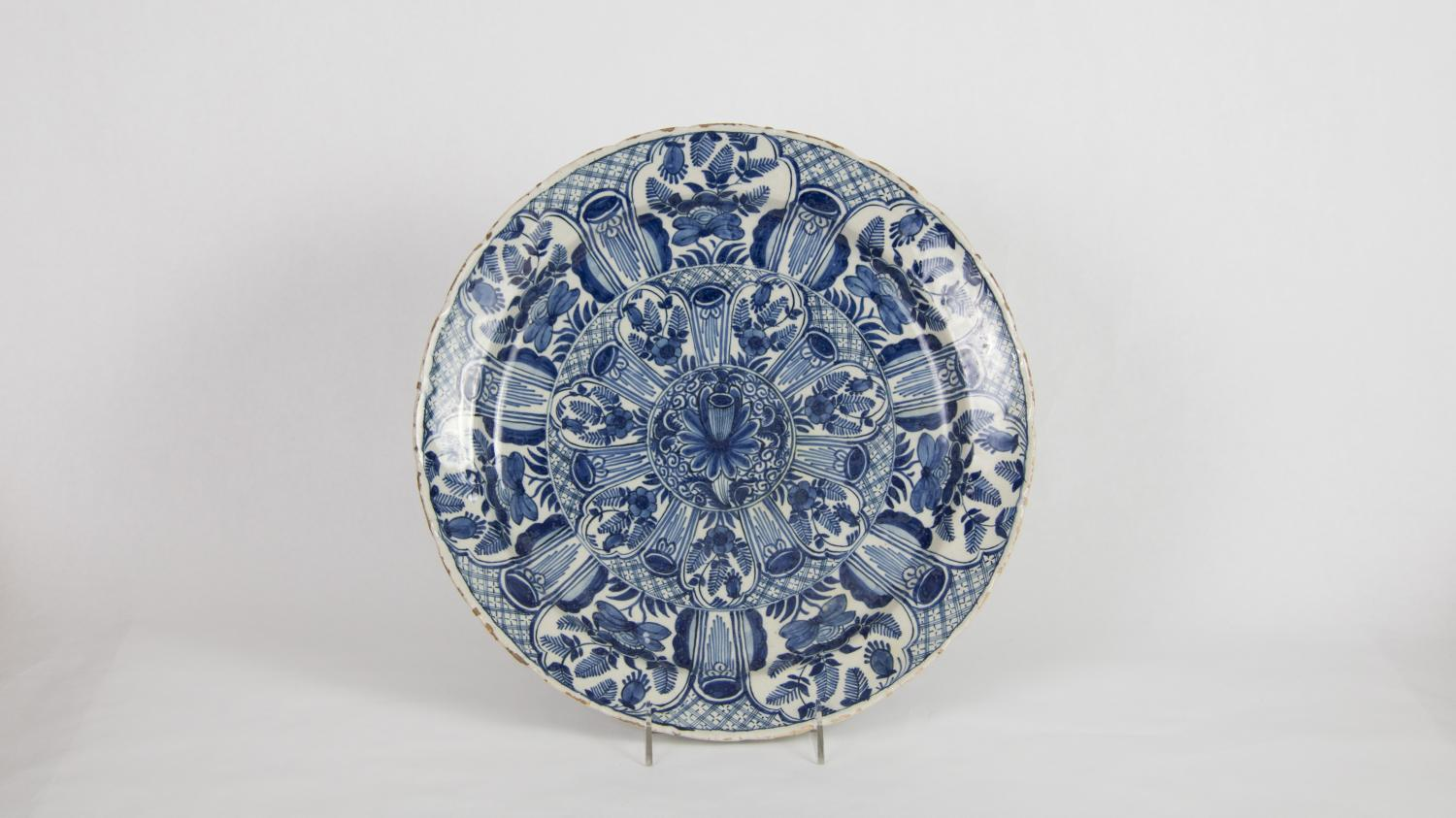 Cornelis Aelbrechtsz Keyser, Charger, 17th century. Tin-glazed earthenware. Museum purchase through the Harlan E. Moore Charitable Trust fund 1988-15-1