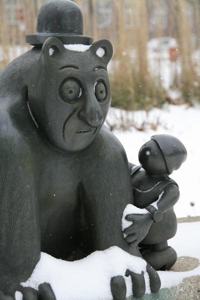Tom Otterness, Cat with Woman (detail), 1994. Bronze. Museum purchase through Art in Public Places, National Endowment for the Arts, John Needles Chester Fund, College of Fine and Applied Arts, and the Art Acquisition Fund 1994-4-2