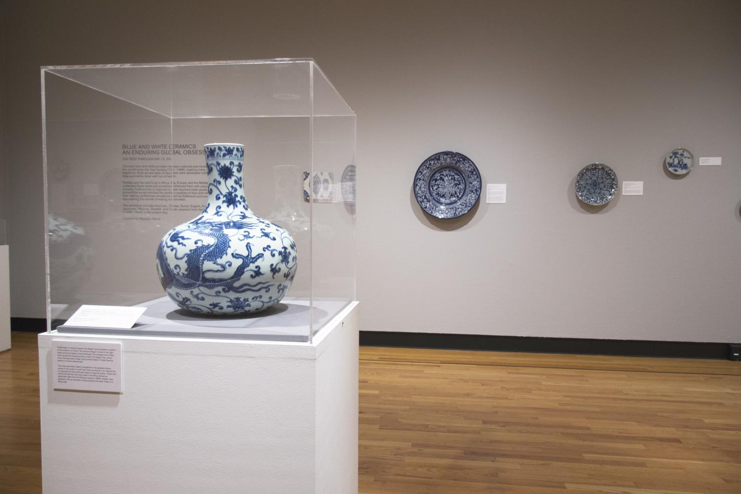 Blue & White Ceramics: An Enduring Global Obsession, installation at Krannert Art Museum, 2018. © Board of Trustees of the University of Illinois